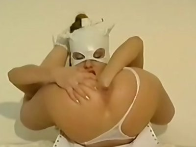 ACROBATIC RUSSIAN TEEN FISTS HER PUSSY AND ASS