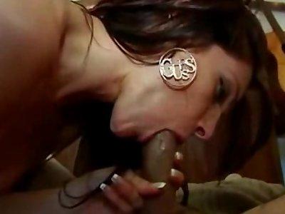 Salope mature adore la queue et recevoir du sperme sur son visage