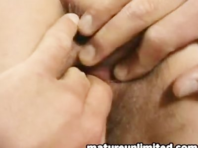 Moms Ass getts fingering